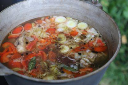 mat över öppen eld, vandring, må bra, andas, skogen, naturen, matlagning, eld